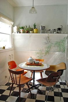cozy home design ideas and inspiration Danish Living Room Design Ideas, Pictures, Remodels and Decor kitchen -- dining room -- floor ? Dining Area, Kitchen Dining, Kitchen Decor, Kitchen Plants, Kitchen Corner, Dining Corner, Eclectic Kitchen, Small Dining, Modern Kitchen Design