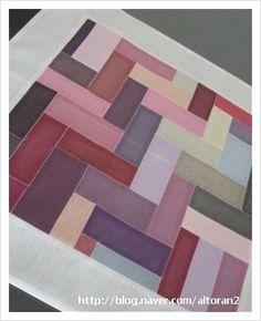 전체크기 47 x 47 한복 실크천 감침질 이것 역시 한복스와치로 만든 보자기. 이제껏 만든 보자기 디자인과 ...