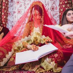Send your Nikkah pics to us ! DM wedding date for free wedding planning !For Wedding Gifts and Favours, follo Bridal Dupatta, Bridal Mehndi Dresses, Pakistani Wedding Outfits, Wedding Hijab, Wedding Dresses For Girls, Pakistani Wedding Dresses, Bridal Outfits, Pakistan Wedding, Bridal Photoshoot
