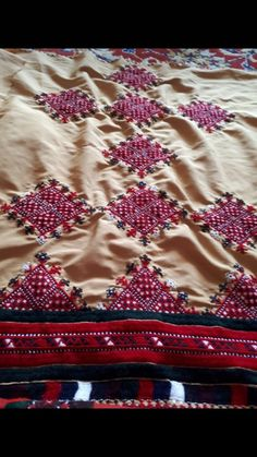 Embroidery Neck Designs, Embroidery Dress, Hand Embroidery, Balochi Dress, Applique Ideas, Dress Picture, Sd, Nice Dresses, Suits