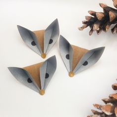 ORIGAMI FOXES - It is a quick and easy model using just one square piece of paper. Diy Origami, Origami And Kirigami, Origami Tutorial, Origami Paper, Diy Paper, Paper Crafting, Paper Art, Oragami, Origami Instructions