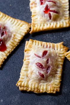 Bite Size Cherry Pies Six Sisters' Stuff Bite size desserts are better because you can eat more! We love these mini Cherry Pies and how easy they are to put together. Use premade dough and filling to get these cute desserts ready in just a manner of min Bite Size Desserts, Köstliche Desserts, Chocolate Desserts, Delicious Desserts, Dessert Recipes, Bite Size Food, Cherry Desserts, Cherry Pie Filling Desserts, Bite Size Snacks