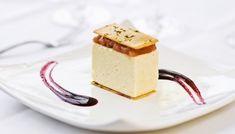 Cheesecake salato alla ricotta con mousse di peperoni e salsa di ribes nero