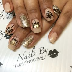 Black and gold Christmas nails
