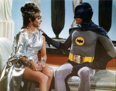 Marsha, Queen of Diamonds (Carolyn Jones) and Batman (Adam West) Batman 1966, Batman Comics, Batman Robin, Dc Comics, Batman Tv Show, Batman Tv Series, Batgirl, Catwoman, Carolyn Jones