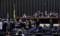 http://oglobo.globo.com/opiniao/sede-de-indignacao-8554040 não basta dizer e mostrar que o Brasil não tem futuro, na economia ou na sociedade, se não colocarmos todas nossas crianças em escolas com a mesma máxima qualidade. É preciso indignar-se com a falta de qualidade e com a desigualdade da educação. Os argumentos lógicos fracassaram, é a vergonha de não despertar o espírito nacional para resolver o problema  Leia mais sobre esse assunto em…