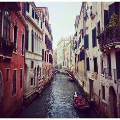 No. 8 #travel#tb#gondola#travelgram#Venice My favourite place in #Italy 🍝 by (tuls21). travelgram #tb #italy #venice #travel #gondola