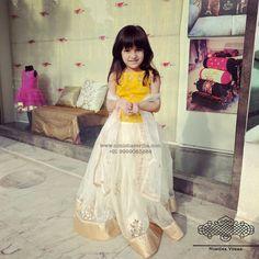Baby Boy Dress, Little Girl Dresses, Girls Dresses, Kids Indian Wear, Kids Ethnic Wear, Indian Dress Up, Baby Girl Fashion, Kids Fashion, Kids Blouse Designs