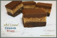 The most amazingly rich, decadent and delicious Salted Caramel Crunch Brownie. Three layers of pure awesomeness. chocolate brownie base, caramel crunch filling and chocolate ganache topping! Caramel Crunch, Caramel Brownies, No Bake Brownies, Delicious Desserts, Yummy Food, Lunch Box Recipes, Lunchbox Ideas, Square Cakes, Brownie Bar