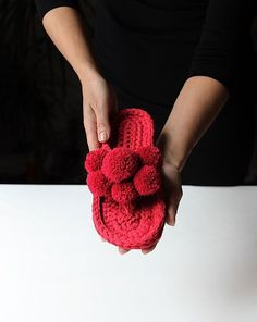 Get easy-to-understand data and statistics about your Instagram account and make smart marketing decisions with WEBSTA! Crochet Baby, Knit Crochet, Yarn Bag, T Shirt Yarn, Crochet Slippers, Daisy, Crochet Necklace, Beads, Knitting