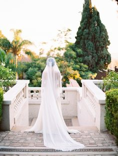 Contemporary Winter Wedding Inspiration at a Hollywood Hills Estate