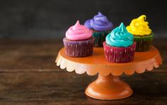 Learn the scoop on the perfect pastry tips and perfect swirls with Paula Deen.