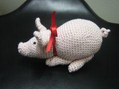 Hæklet gris til julepynt (hækleopskrift) hæklet gris ca 14 cm lang hæklet i bomuldsgarn indeholder fiberfyld er rigtig sød som pynt på juletræet eller kan bruges som mandelgave Det er ikke tilladt at kopiere eller videresælge opskrift eller det færdige produkt. Relateret