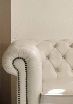 White Leather Sofa White Leather Sofas, Chesterfield Chair, Master Suite, Furniture Decor, Accent Chairs, Ottoman, Interior Design, Kitchen, House