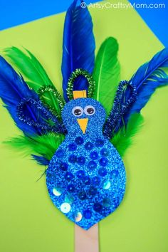 Easy Peacock craft for kids made using feathers, pipe cleaners & glitter paper. A fantastic craft to make after visiting the zoo & while learning about birds Glitter Crafts, Sand Crafts, Seashell Crafts, Paper Crafts, Peacock Crafts, Feather Crafts, Craft Activities For Kids, Preschool Crafts, Zoo Crafts