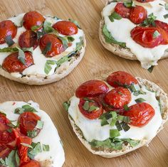 Skinny Mini Caprese Pizzas made these for dinner-- omg!!!!
