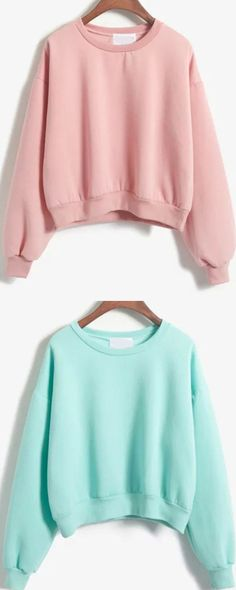 Casual is also be so cute ! This sweatshirt is crop designed .Very irony and fashion .