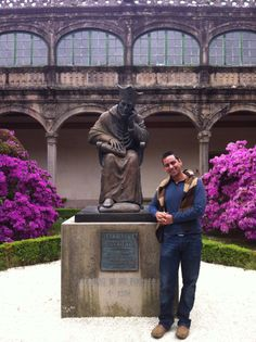 Fotografíate con el tercer fundador de la Universidad de Santiago de Compostela! Patio-claustro Pazo Fonseca en Santiago de Compostela