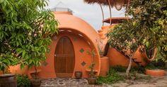 Homem constrói casa de 'joão-de-barro' gigante por R$ 18 mil - Fotos - UOL Economia