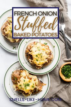 Loaded baked potatoes are a great side dish or light lunch, but this version is extra special. They're stuffed with caramelized onions, gruyere cheese, and toasted breadcrumbs. It's like French onions soup in a potato! Dutch Oven Roast Chicken, Oven Roasted Chicken, Roast Chicken Recipes, Soup Recipes, Vegetarian Recipes, Making Baked Potatoes, Stuffed Baked Potatoes, Baked Potato Recipes, Loaded Baked Potatoes