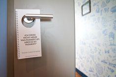 Ist ja auch mal ein nettes Türschild im Hotel, oder? 25h Hotel Hamburg