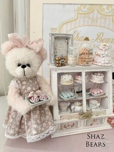 Handmade Teddy Bears and Artist Bears - Thousands of collectable bears displayed by the artists themselves. Adopt direct and save. Bear Toy, Panda Bear, Polar Bear, Teddy Bear Pictures, Bear Pics, Teddy Edwards, Cute Toys, Lemur, Orangutan