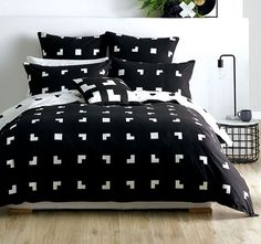 Graphic and contemporary, Meta is a stylish solution for the modern apartment. Made from printed cotton.