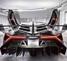 The Second Lamborghini Veneno Is Now In Florida (VIDEO) The Second of three Veneno's Is Now In South Beach, Florida! Is this the coolest car in the world? Hit the link to watch the coolest car delivery EVER Maserati, Bugatti, Ferrari, Lamborghini Veneno, Koenigsegg, Lamborghini Concept, Pagani Zonda, Porsche 918 Spyder, Sweet Cars