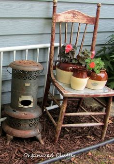 When I walk into a consignment or antique shop, the first thing I spot are wooden chairs. I just LOVE old chairs, especially outside. Backyard Projects, Garden Projects, Outdoor Projects, Backyard Ideas, Outdoor Decor, Vintage High Chairs, Rusty Garden, Garden Junk, Flea Market Gardening