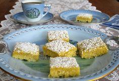 SylviakakeFørste gang jeg smakte den svenske saftige kaken, med den nydelige smørkremtoppingen, falt jeg umiddelbart for den. Dette er i tillegg en forholdsvis enkel og rask kake å bake. Krispie Treats, Rice Krispies, Allergies, Desserts, Food, Tailgate Desserts, Deserts, Meals, Rice Krispie Treats