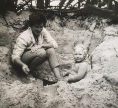 Gemaakt op Vlieland in de zomer van 1960. Couple Photos, Couples, Couple Shots, Couple Photography, Couple, Couple Pictures