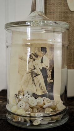 creative ideas for how to display old family photos. Finally, a reason to dig them out of that box!Amazingly creative ideas for how to display old family photos. Finally, a reason to dig them out of that box! Vintage Crafts, Vintage Decor, Vintage Items, Vintage Display, Shabby Vintage, Old Family Photos, Old Photos, Vintage Photos, Display Family Photos