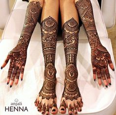 Such a lovely bridal henna. Henna By : . Mehndi Designs Bridal Hands, Wedding Henna Designs, Designs Henna, Mehandhi Designs, Indian Mehndi Designs, Modern Mehndi Designs, Mehndi Design Images, Indian Wedding Henna, Mehndi Design For Bridal