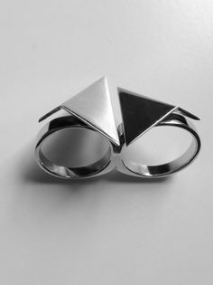 V16 Double Triangle Ring