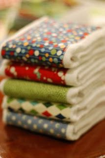 Burp Cloth Tutorial - I'm going to make these. Already picked up some cute fabric.