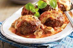 Ofenfrikadellen in Tomaten-Pilz-Sahne