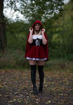 Little Red Riding Hood Little Red Riding Hood Halloween Costume, Red Riding Hood Costume, Diy Halloween Costumes For Women, Halloween Kostüm, Halloween Outfits, Halloween Cosplay, Halloween Ideias, Red Riding Hood Makeup, Halloween Fashion