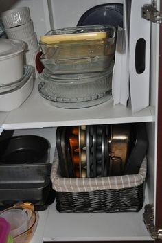 Basket for baking trays