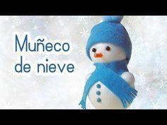 En esta ocasión, vamos a ver cómo elaborar un muñeco de nieve muy fácil para decorar el árbol.