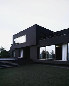 Home is where your heart is and if your heart just loves black and white houses and interior design, then your house should look a little bit like these examples below Home Building Design, Home Room Design, Dream Home Design, Modern House Design, Contemporary Design, Modern Architecture House, Architecture Design, Modern Mansion Interior, Black Architecture