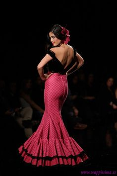 Aurora Gaviño Flamenco Costume, Flamenco Dancers, Spanish Dress, Mode Costume, Spanish Woman, Spanish Fashion, Costume Design, Formal Dresses, Wedding Dresses