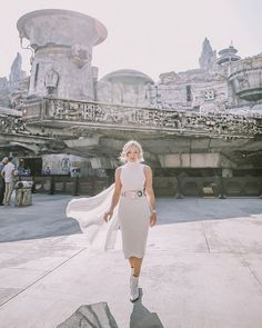 woman's place is in the resistance 💪🏻 Style Disney, Disney Dream, Disney Love, Disney Magic, Disneyland Outfits, Disney Bound Outfits, Disney Inspired Outfits, Disney Vacations, Disney Trips