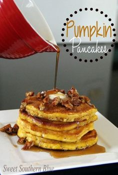 I always look forward to fall because that means it's pumpkin season. One of my favorite pumpkin recipes in pumpkin pancakes and it doesn't get any easier than this. Pumpkin Pancakes Easy, Pumpkin Pie Mix, Pumpkin Spice, Pumpkin Pancakes Recipe With Bisquick, Bisquick Recipes, Pancake Recipes, Waffle Recipes, Savoury Cake, Healthy Breakfasts