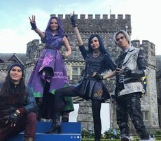Suit of armer strong and true Make this metal bust a move! The Descendants, Descendants Pictures, Disney Descendants Movie, Descendants Characters, Descendants Costumes, Film Disney, Disney Movies, Dove Cameron, Disney Channel Original