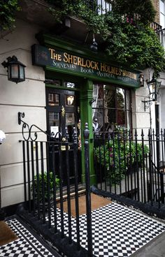The Sherlock Holmes Museum in London, England United Kingdom Fun Things to Do in London Great Museums in London Sherlock Holmes Wallpaper, Sherlock Holmes Dibujos, Places To Travel, Places To See, London Dreams, Living In London, Voyage Europe, Things To Do In London, London England