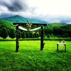 Aska Farms in Blue Ridge, #Georgia makes beautiful wedding venue! Photo by @mowalraven.