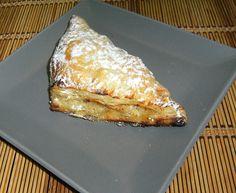Apfel - Quark - Taschen, ein sehr schönes Rezept mit Bild aus der Kategorie Kuchen. 38 Bewertungen: Ø 4,3. Tags: Backen, Dessert, einfach, Herbst, Kuchen, raffiniert oder preiswert, Schnell, Winter