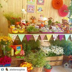 Adorei !!!  #Repost @ateliersophie with @repostapp ・・・ Hj foi dia de Festa Jardim com direito a muitos bichinhos fofos! Não reparem a foto tosca. Em breve, postaremos as oficiais! ❤️ #festainfantil #festa #decoraçãodefesta #decor #inspiração #party #partydecor #cake #kidsparty #ideiasparafestas #aniversario #birthday #firstyear #inspiration #partykids #sweettable #festatop #festalinda #carolfesteira #festajardim #festacoruja