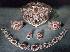 Bavarian ruby parure Ruby & diamond tiara of Queen Therese of Bavaria - 1830 Royal Crown Jewels, Royal Crowns, Royal Tiaras, Royal Jewelry, Ruby Jewelry, Tiaras And Crowns, Jewelery, Gold Jewellery, Antique Jewelry