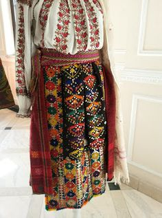 Folk Embroidery, Embroidery Designs, Folk Costume, Costumes, Textiles Techniques, Floral Scarf, Dream Dress, High Waisted Skirt, Traditional